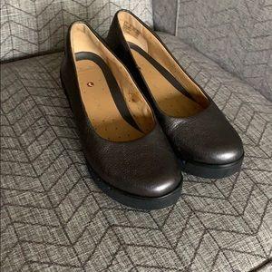 SALE! 🎃 Clark's Artisan Metallic Leather Wedges